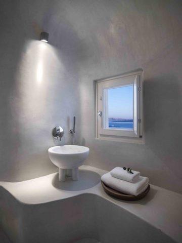 Дом-пещера с видом на Средиземное море