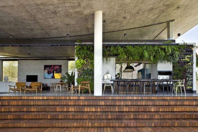 Взмывающий дом в Бразилии