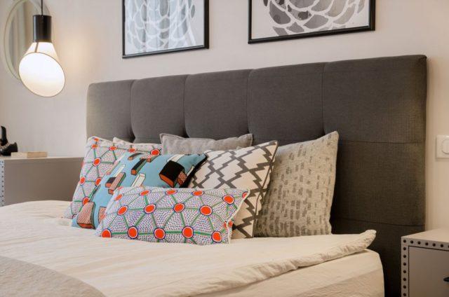 Дизайнерское решение для интерьера квартиры с использованием оттенков серого