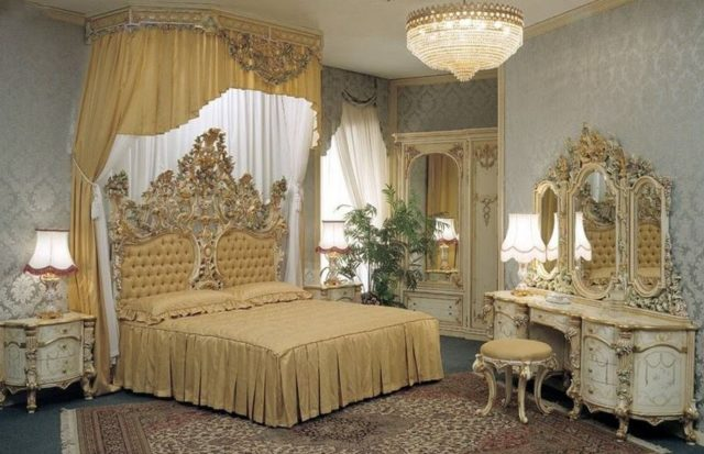Загадочный стиль рококо в интерьере спальни: королевская отделка и нежная цветовая палитра