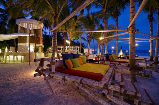 Отдых в отеле Jumeirah Dhevanafushi на Мальдивах с 3 ресторанами на выбор