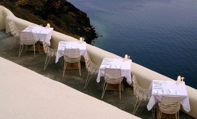 Проживание в Санторини с видом на Эгейское море