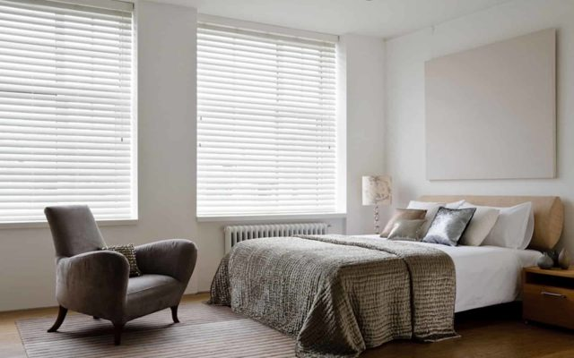 Жалюзи в спальне: советы по выбору + фото-идеи от лучших дизайнеров