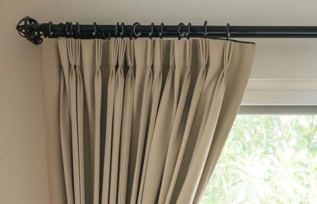 Карнизы для штор в спальню: фото в интерьере + секреты монтажа