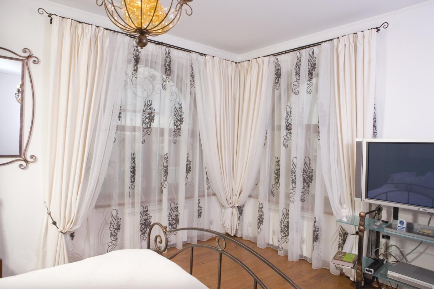 красивый карниз для штор в гостиную фото огда весь город