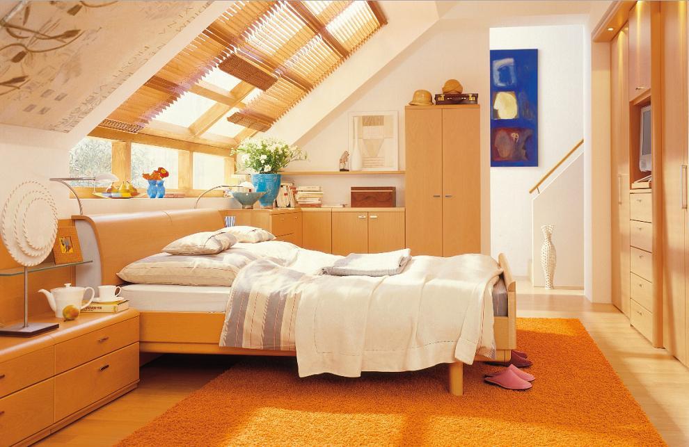 Спальня на мансарде со скошенным потолком: фото, дизайн интерьера, освещение
