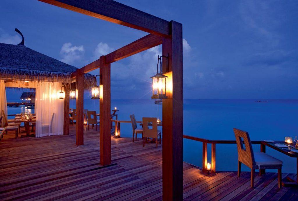 ресторан на берегу моря фото басма седые волосы