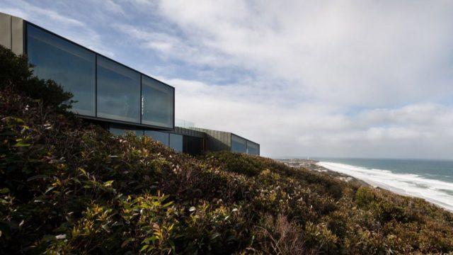 Дом со спальной комнатой с видом на океан