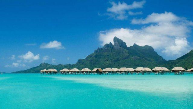 Four Seasons Resort Bora Bora в водах Тихого океана