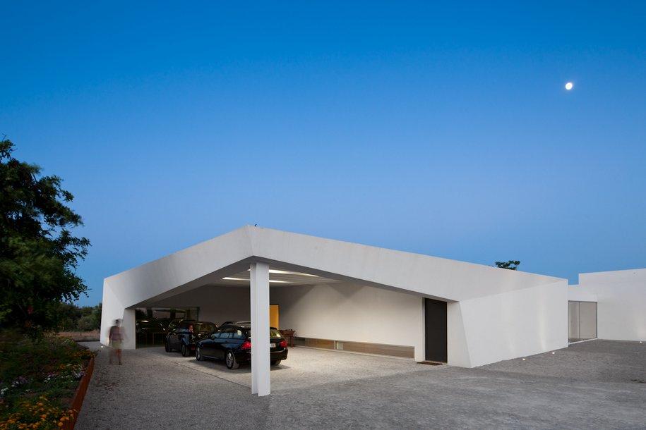 Удивительный белоснежный дом в Португалии