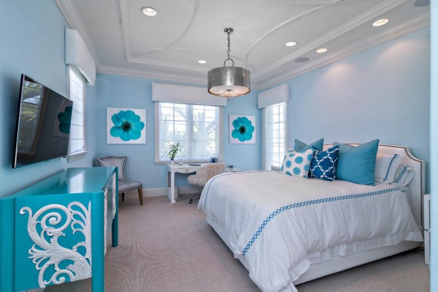 Спальня в голубых тонах: как выбрать мебель и шторы, фото интерьеров