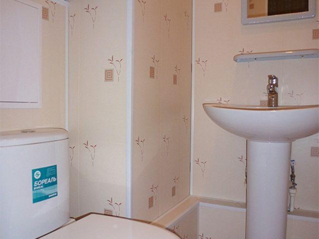 Отделка туалета декоративными панелями